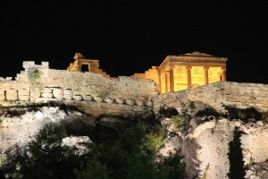 Admire-the-illuminated-Parthenon
