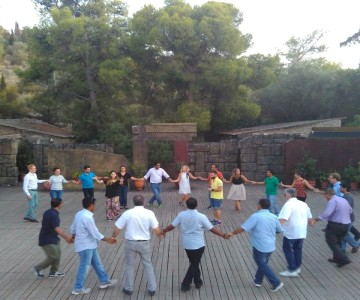 Enjoy-a-Greek-folk-dance-lesson-at-a-beautiful-environment